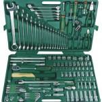 Zestawy nasadek oraz kluczy płasko-oczkowych – narzędzia w walizce